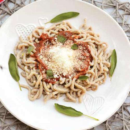 paradicsomszószos spagetti friss házi tésztából