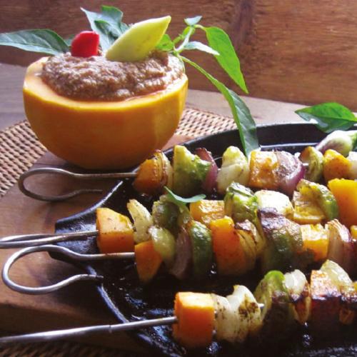 Sütőtökös-zöldséges nyárs csípős mártással